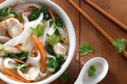 Soupe Orientale au Poulet et aux Légumes