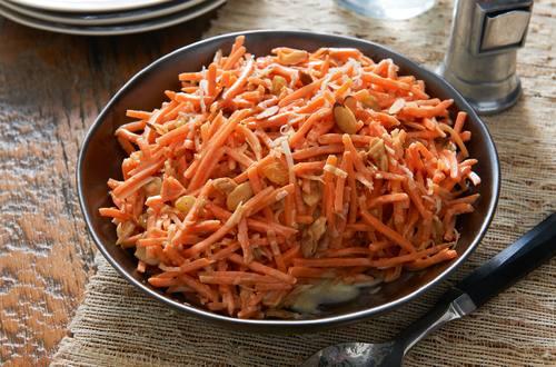 Salade aux carottes, noix de coco et cari