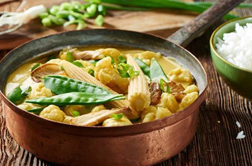 Thaise groene curry met bloemkool en maïs