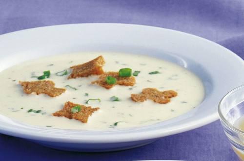 Knorr - Käsecremesuppe mit gebratenen Schwarzbrotscheiben