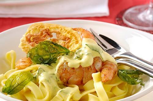 Pappardelles aux scampis, sauce curry et pancetta croustillante