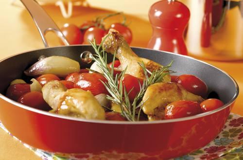 Stoofpotje van kip met sjalot en kerstomaten