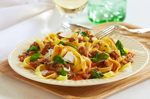 Spinat-Bolognese zu Tagliatelle