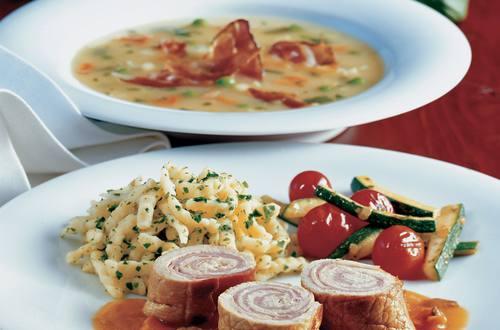 Knorr - Kalbsröllchen auf Zucchinigemüse
