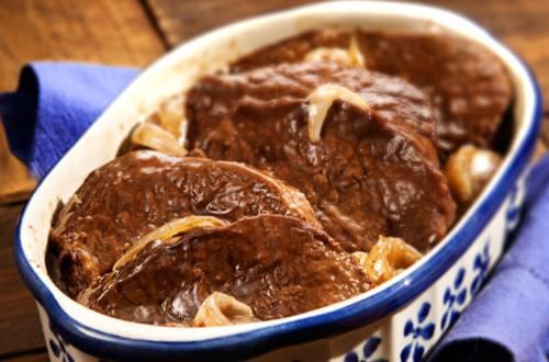 Carne al horno con salsa al vino