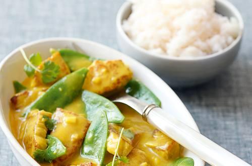 Schweinefleisch Curry mit Erbsenschoten