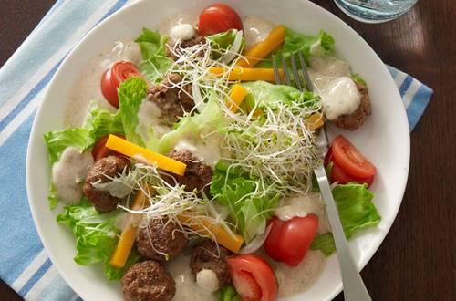 Mini-Fleischbällchen-Salat