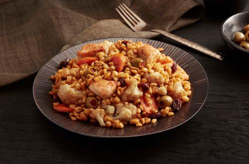 Pollo al estilo marroquí y aceitunas con cebada