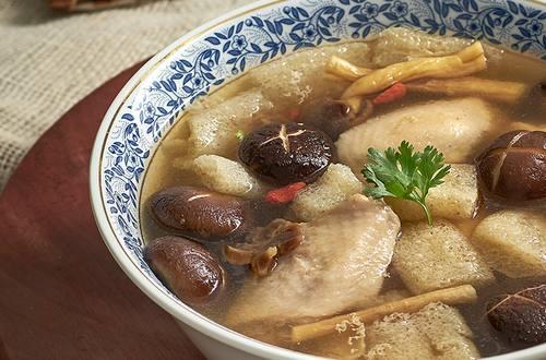 ซุปเยื่อไผ่ปีกไก่ตุ๋น