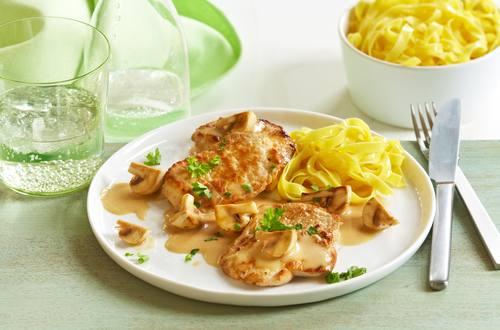Knorr - Schweineschnitzel mit Champignons und Nudeln