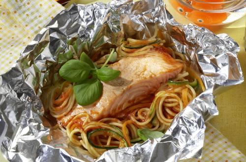 Knorr - Mediterraner Lachs in der Folie mit Spaghetti, Zucchini und Karotten