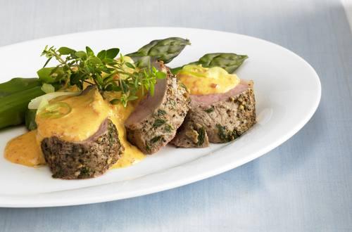 Schweinefilet mit grünem Spargel und Sauce Hollandaise