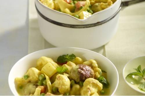 Knorr - Hackbällchen in Currysauce mit Kartoffeln und Blumenkohl