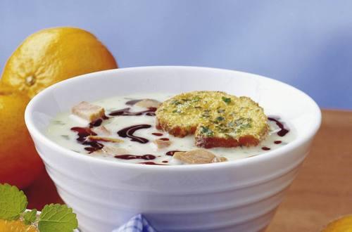 Knorr - Steirische Knoblauchsuppe mit gebackenen Weißbrotschnitten