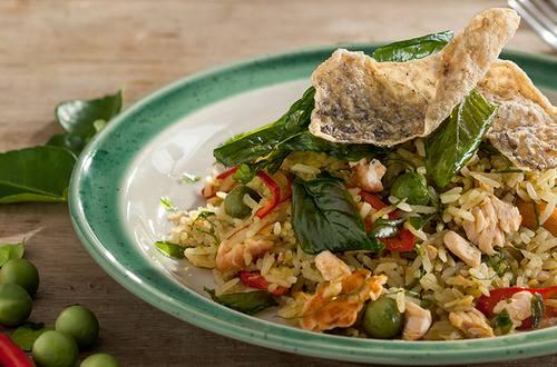 ข้าวผัดแกงเขียวหวานปลาแซลมอน