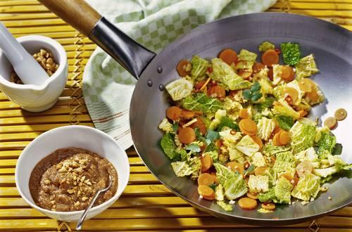 Knorr - Sommergemüse mit scharfer Erdnuss-Sauce