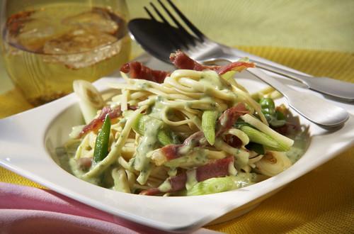 Pasta_Parma_mit_Fruehlingszwiebeln_und_Parmaschinken