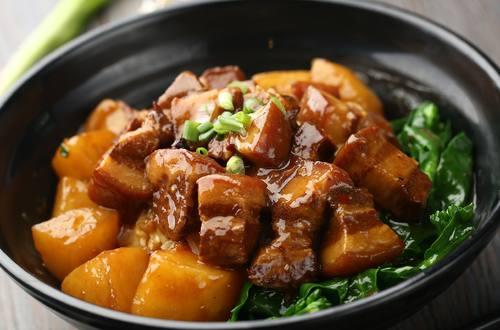 Thịt Heo Kho Thơm Sả Và Ớt
