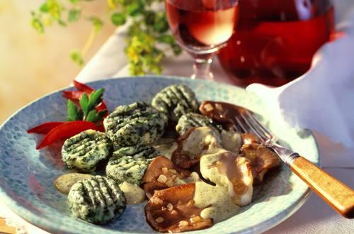 Knorr - Spinat-Gnocchi mit Austernpilzen