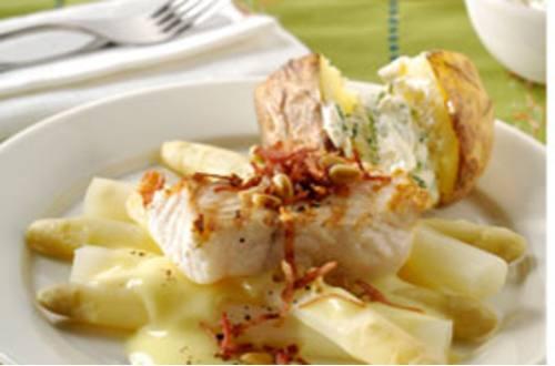 Gegrilde witte wis met Parmaham, spek en asperges