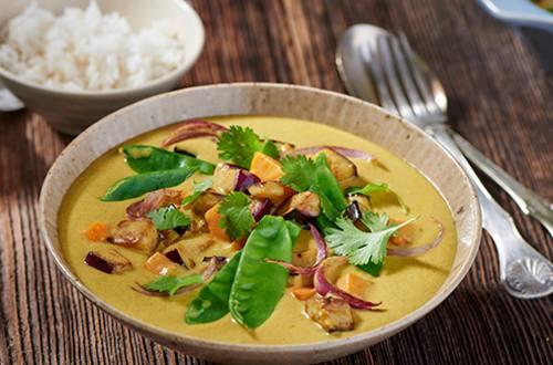 Thaise groene curry met aubergine en zoete aardappel