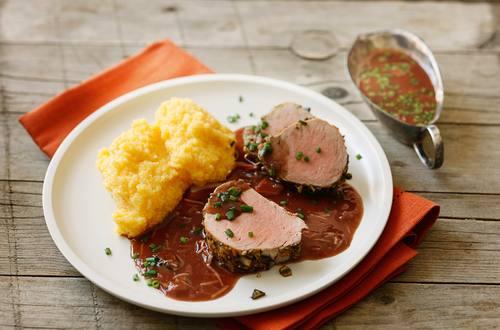 Knorr - Schweinsfilet in Kürbiskernkruste mit Rotwein-Krensauce