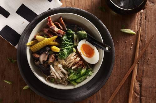 Japanische-Ramen-Suppe-mit-Schweinefleisch-1920x1301.jpg
