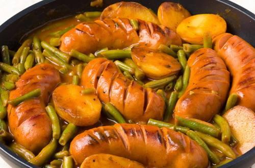 Колбаски с картофелем и фасолью