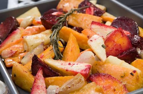 Tubérculos comestibles asados al horno