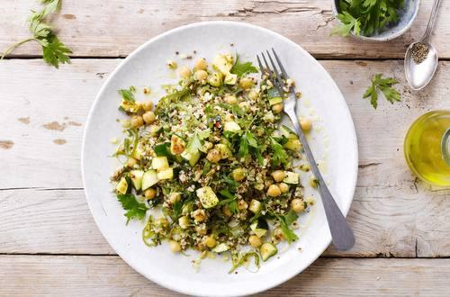 Salade boulgour avec quinoa rouge et orge