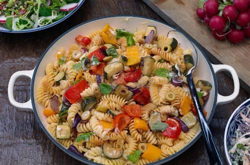 Ensalada de pastas con verduras asadas