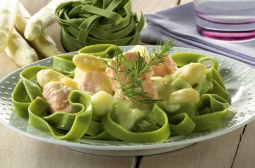 Tagliatelles aux asperges et saumon