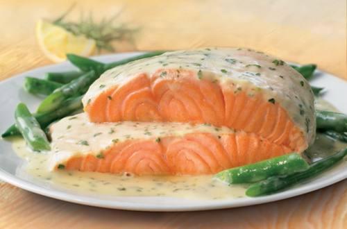 Нежная рыба в белом соусе с травами