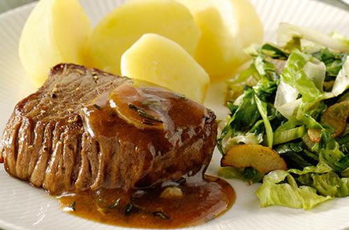Biefstuk met rozemarijnsaus en knoflookandijvie