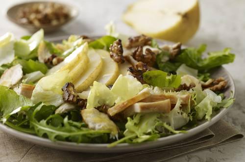 Hähnchensalat mit Birne und Walnuss