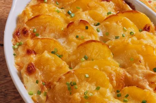 Kartoffel-Zucchini-Gratin mit Rucola