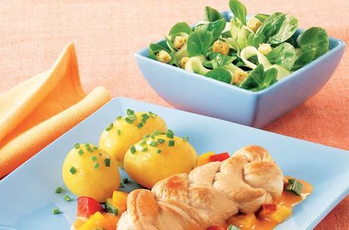 Gebratene_Putenzoepfchen_auf_Zucchini-Paprikasauce
