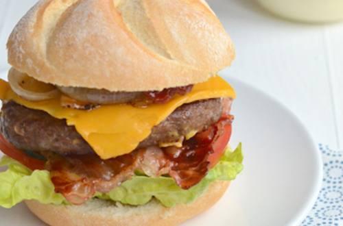 Real American burger met Hellmann's