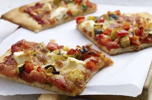 Pizza à la sauce bolognaise et à la feta
