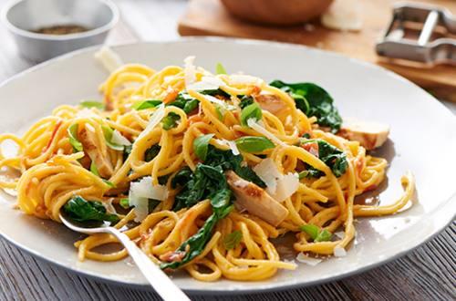 Smakelijke pasta met groenten