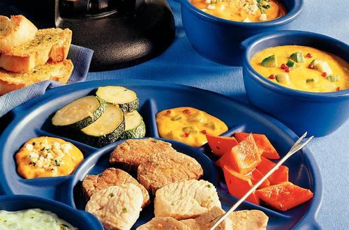 Knorr - Klassisches Suppenfondue mit Schweins- und Rindsfilet, Putenbrust und Gemüse