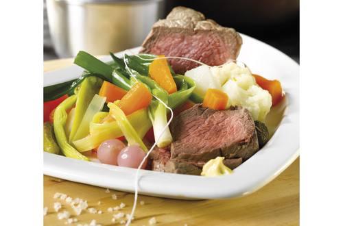 Gekookt rundvlees en groenten