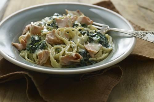 Knorr - Spaghetti Carbonara mit Lachs und Spinat
