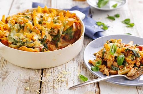 Pasta uit de oven met spinazie en kaas