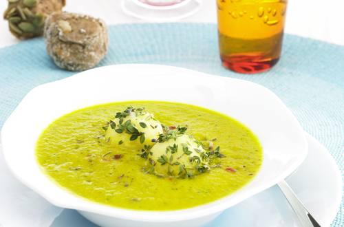 Moehren-Zucchinicremesuppe