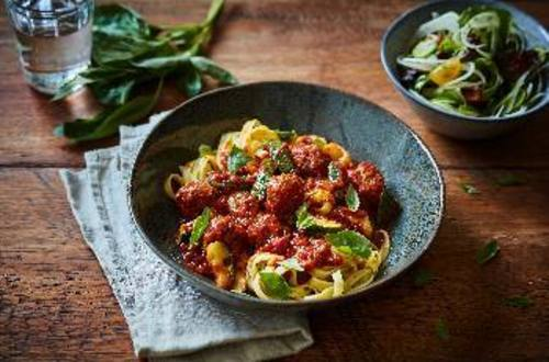 Pasta vegaballetjes met courgette en basilicum