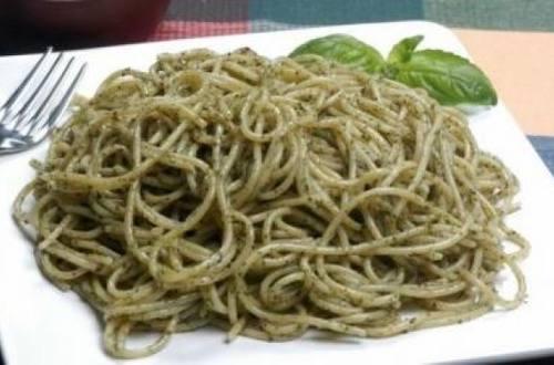 Spaghettis con albahaca
