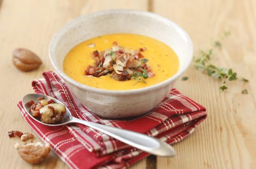 kuerbissuppe-mit-maroni-und-gebratenem-speck.jpg