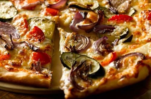 Pizza aux Légumes Grillés à la Béchamel