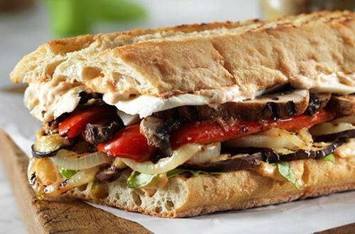 Sandwichs aux légumes grillés et Parma-Rosa